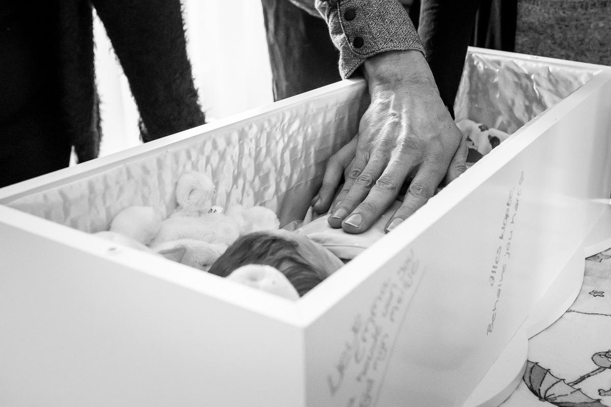 de-laatste-herinnering-afscheidsfotografie-uitvaart-kind-volwassenen-troost-gemaakt-door-ellen-langius-armee-28