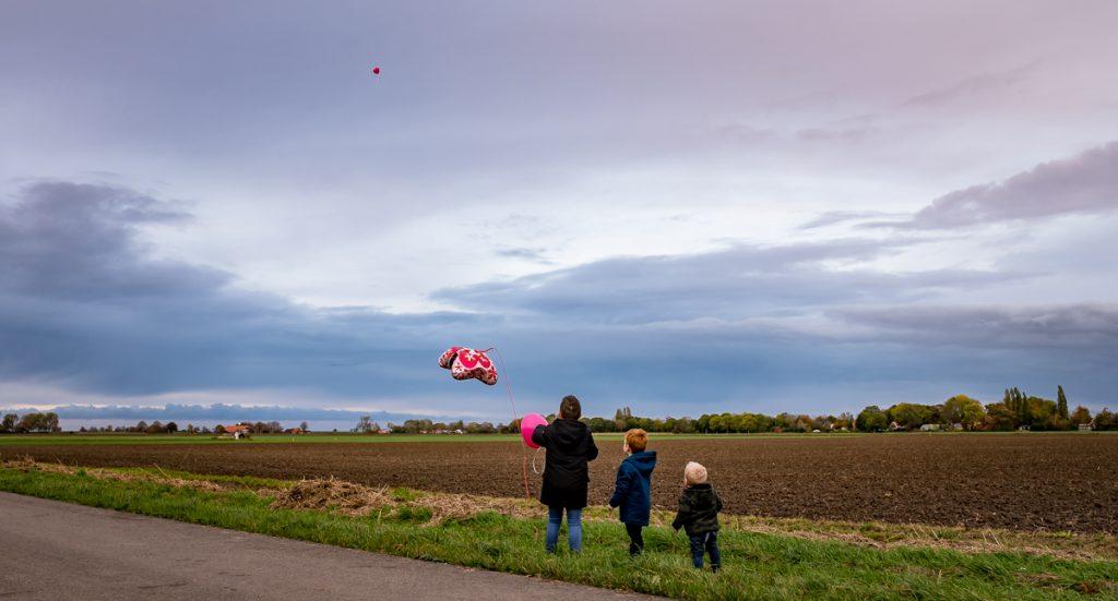 DLH_afscheidsfotografie_Ballonnen-oplaten-oost-Groningen-1